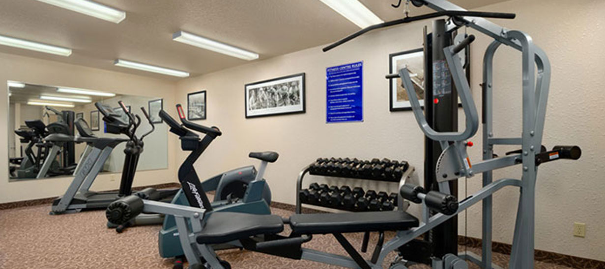The carpeted fitness centre at d3h Days Inn Red Deer offers access to modern fitness equipment such as Life Fitness cardio machines and universal weight machines.  Other amenities include various selections of free weights and large wall mounted mirrors.